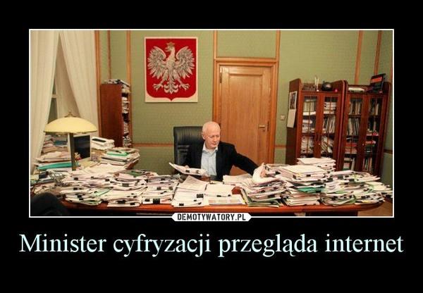 Minister cyfryzacji przegląda internet –