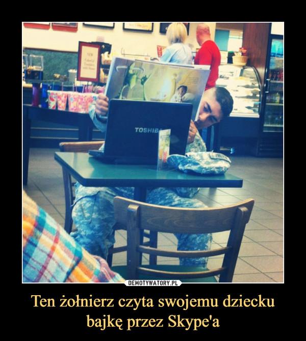 Ten żołnierz czyta swojemu dziecku bajkę przez Skype'a –