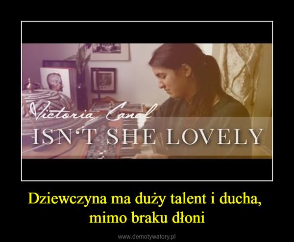 Dziewczyna ma duży talent i ducha, mimo braku dłoni –