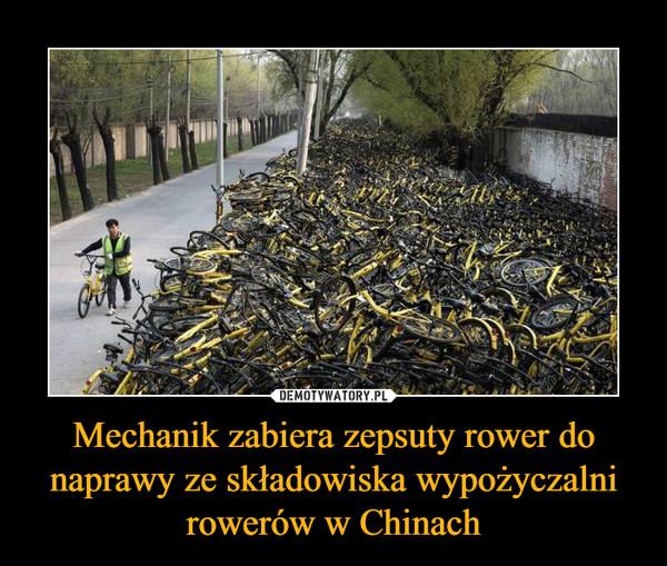 Mechanik zabiera zepsuty rower do naprawy ze składowiska wypożyczalni rowerów w Chinach –