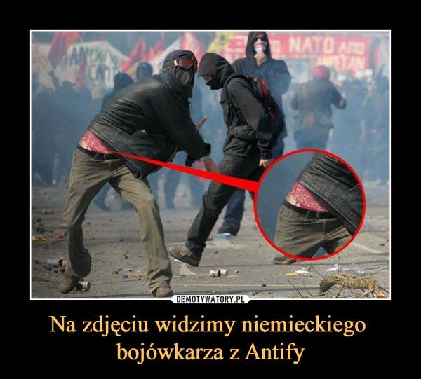 Na zdjęciu widzimy niemieckiego bojówkarza z Antify –