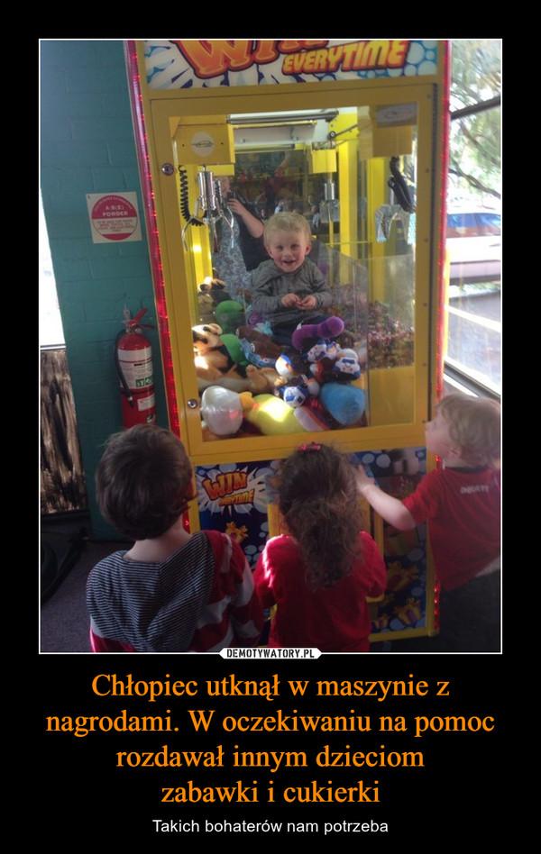 Chłopiec utknął w maszynie z nagrodami. W oczekiwaniu na pomoc rozdawał innym dzieciomzabawki i cukierki – Takich bohaterów nam potrzeba