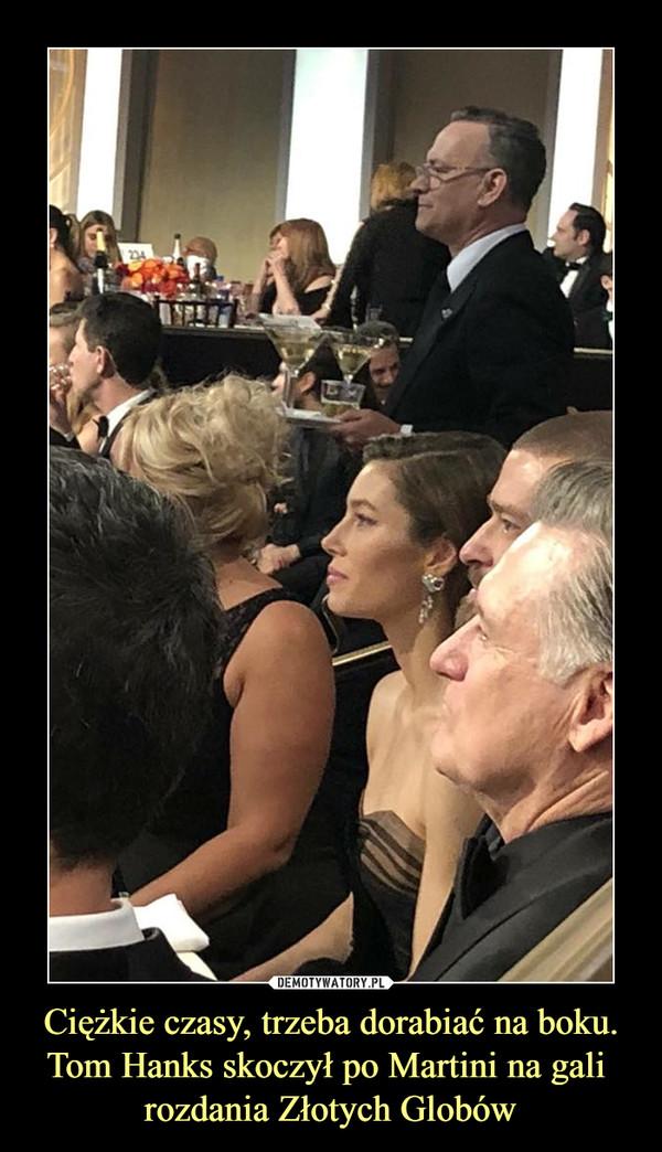 Ciężkie czasy, trzeba dorabiać na boku.Tom Hanks skoczył po Martini na gali rozdania Złotych Globów –