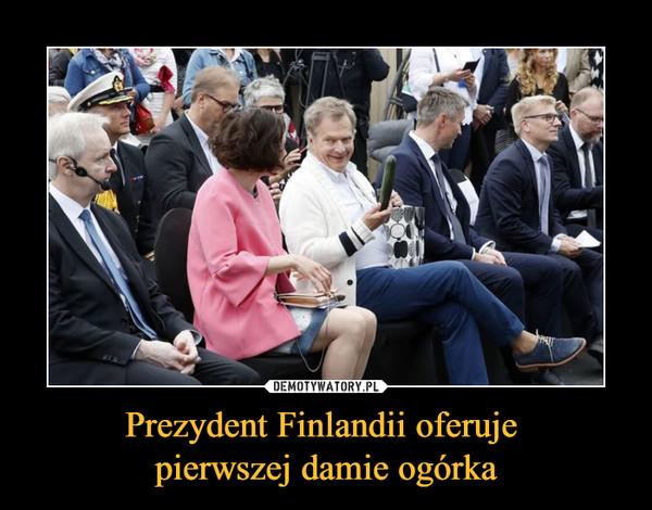 Prezydent Finlandii oferuje pierwszej damie ogórka –