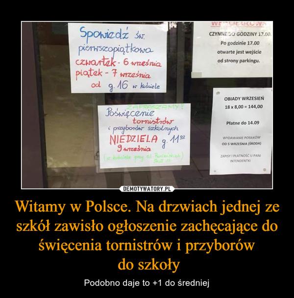 Witamy w Polsce. Na drzwiach jednej ze szkół zawisło ogłoszenie zachęcające do święcenia tornistrów i przyborów do szkoły – Podobno daje to +1 do średniej