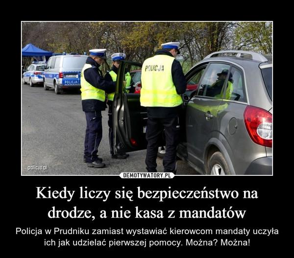 Kiedy liczy się bezpieczeństwo na drodze, a nie kasa z mandatów – Policja w Prudniku zamiast wystawiać kierowcom mandaty uczyła ich jak udzielać pierwszej pomocy. Można? Można!
