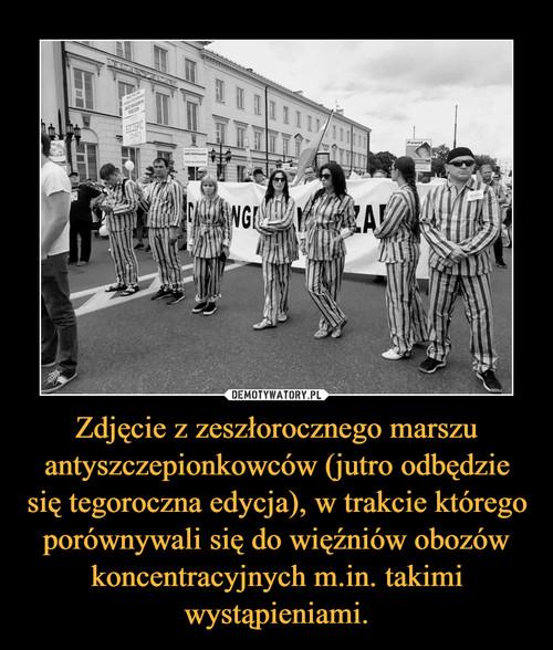 Zdjęcie z zeszłorocznego marszu antyszczepionkowców (jutro odbędzie się tegoroczna edycja), w trakcie którego porównywali się do więźniów obozów koncentracyjnych m.in. takimi wystąpieniami.