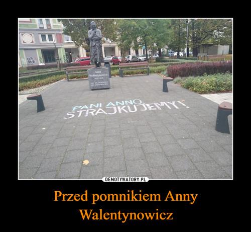 Przed pomnikiem Anny Walentynowicz