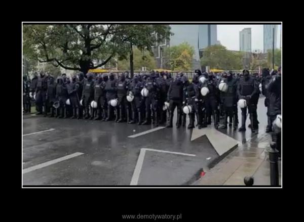 Dwukondon i protestujący –