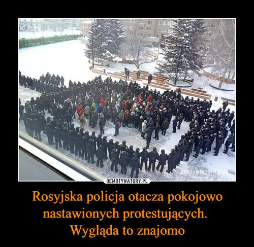 Rosyjska policja otacza pokojowo nastawionych protestujących.  Wygląda to znajomo