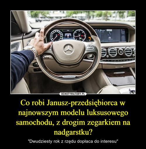 Co robi Janusz-przedsiębiorca w najnowszym modelu luksusowego samochodu, z drogim zegarkiem na nadgarstku?